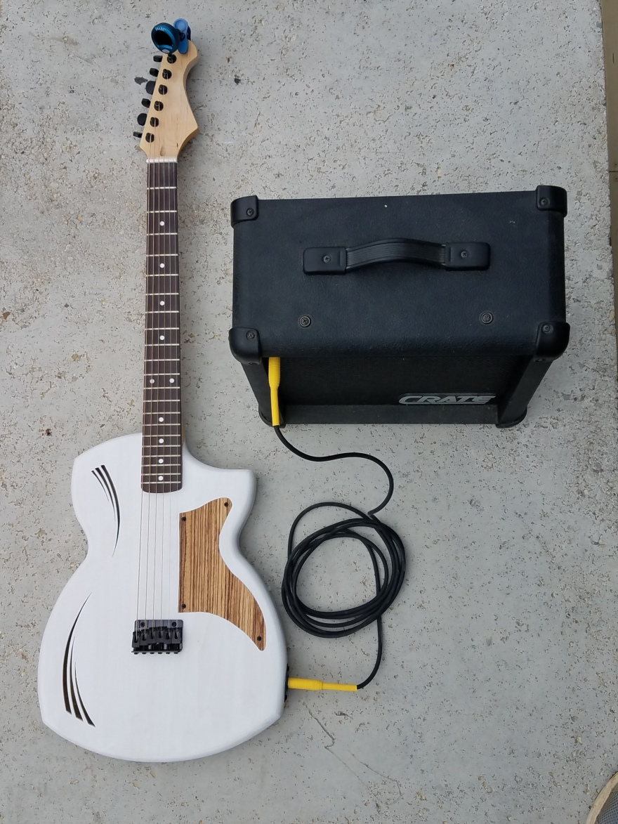 RG5 White Guitar